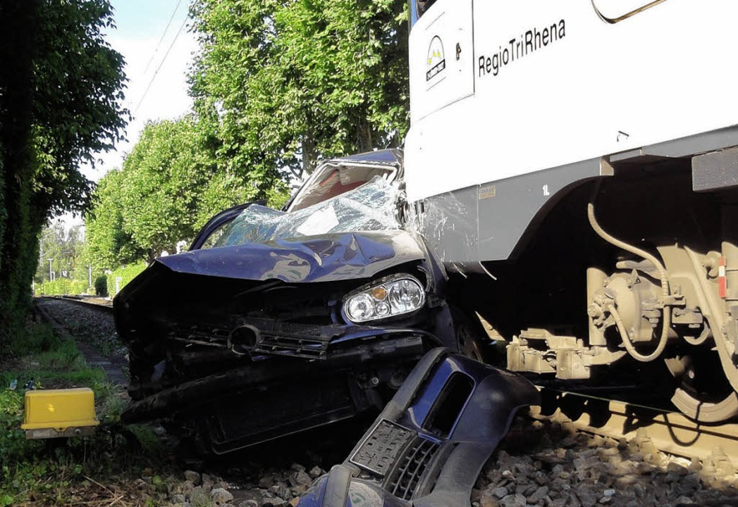 An der Bahnlinie der S6 kam es am Dien... Vollsperrung aufgrund eines Unfalls.     Foto: Esther Krais-Gutmann
