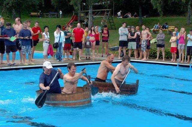 Im Brühzuber durchs Wasser paddeln