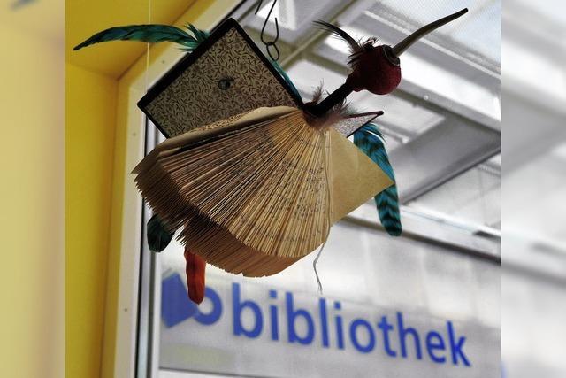 Seltsame Wesen schweben in der Stadtbibliothek
