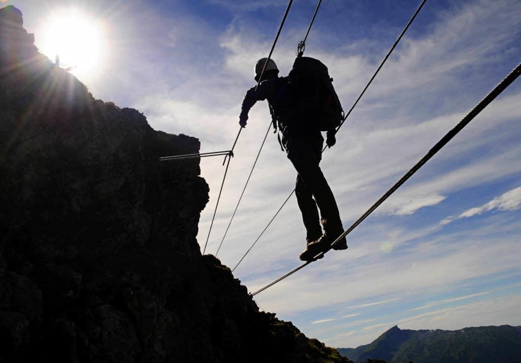 Klettersteige wie dieser an der Kanzel...ind den Anforderungen auch gewachsen.   | Foto: dapd