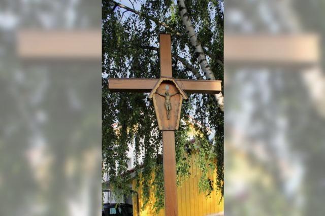 Kreuz erstrahlt in neuem Glanz