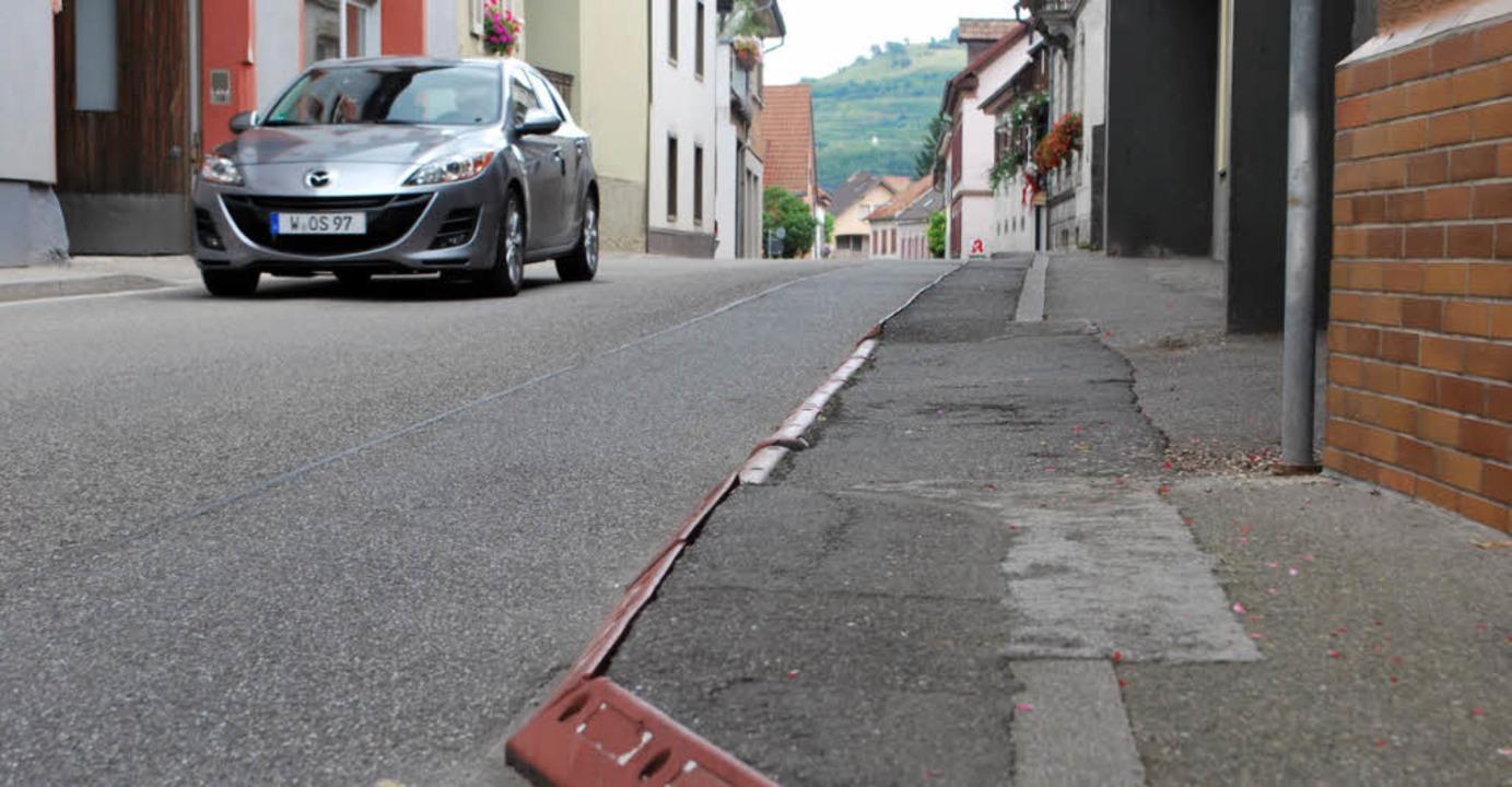 Die provisorische Gehwegverbreiterung ...isorischen Gehwegabschnitt einrichten.  | Foto: benjamin bohn