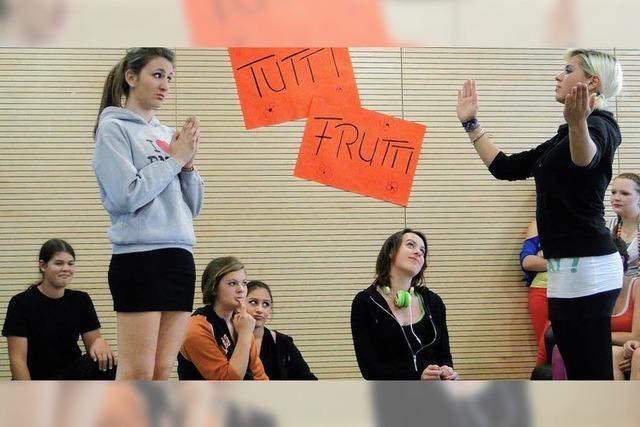 Mit Theatersport in die Ferien: Tutti Frutti siegt um Haaresbreite