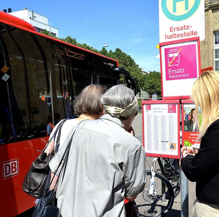 Schnellbusse zwischen Basel und Waldshut ersetzen momentan den Schienenverkehr.   | Foto: Dilbahar Askari