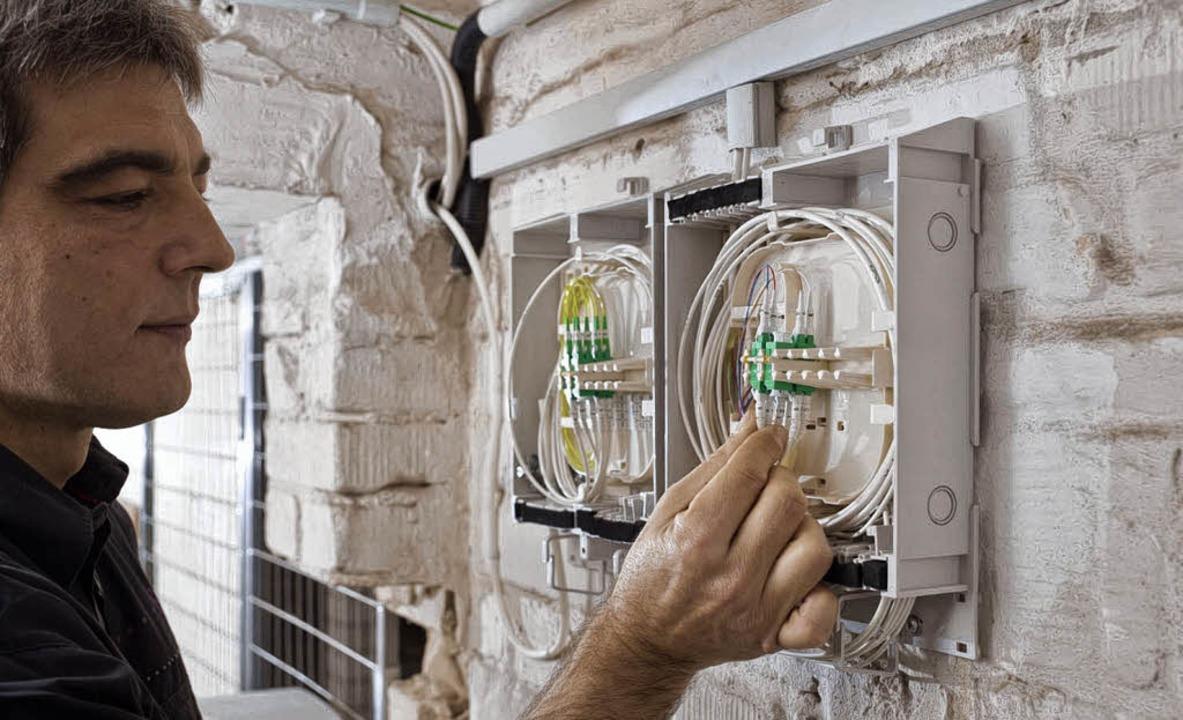 Am Montag schloss die Telekom die ersten  Offenburger ans Glasfasernetz an.   | Foto: Lautenschläger/Telekom