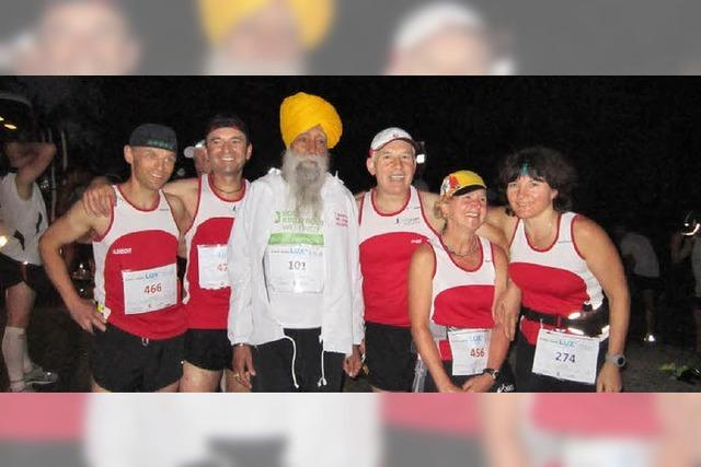 Marathonlauf unter Tropenpalmen