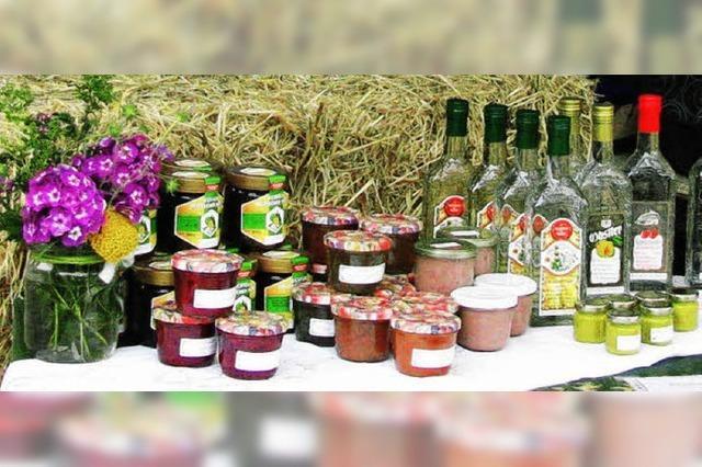 Erzeuger und Kunden an einem Tisch