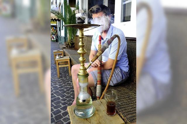 Die orientalische Art des Rauchens