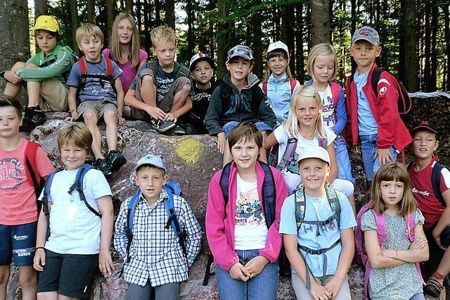 Kinder auf der Suche nach dem Kristall
