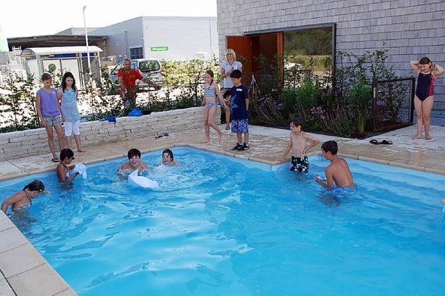 Bauen und ab in den Pool