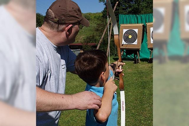 Kinder wandeln auf den Spuren von Robin Hood