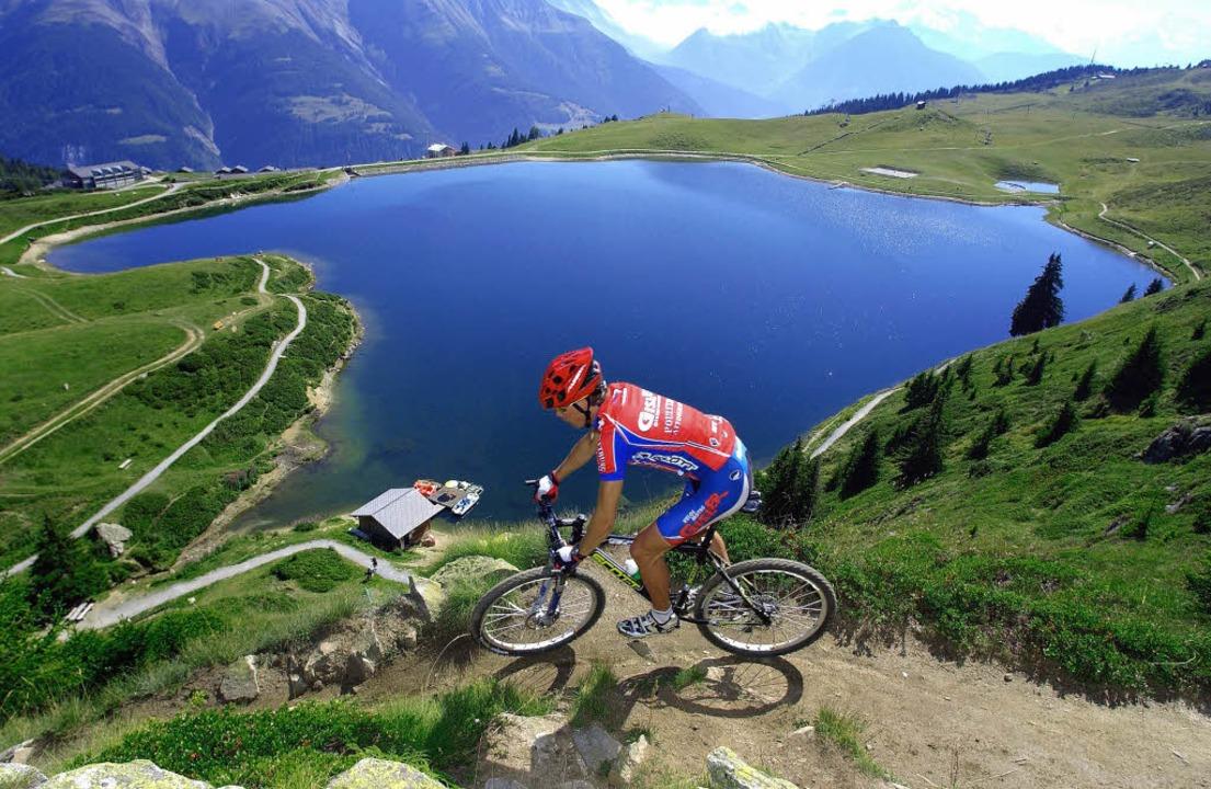 Jeder Tag ein Erlebnis: Die Schweiz bi...ie hier beim Mountainbiken im Wallis.     Foto: SWISS-IMAGE/ANDREAS STREPENICK