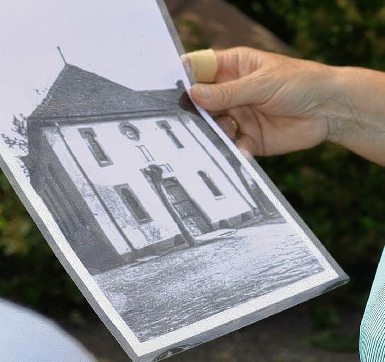 Ein Bild der Nonnenweierer Synagoge. D...Arztes Schnurr an der Schmidtenstraße.    Foto: Ulrike Derndinger