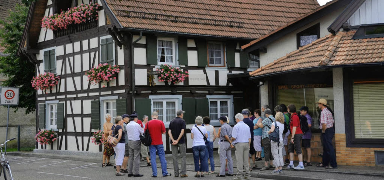 Hier lebte ein bekannter Sohn Nonnenwe...us an der Poststraße erinnert an ihn.     Foto: Ulrike Derndinger