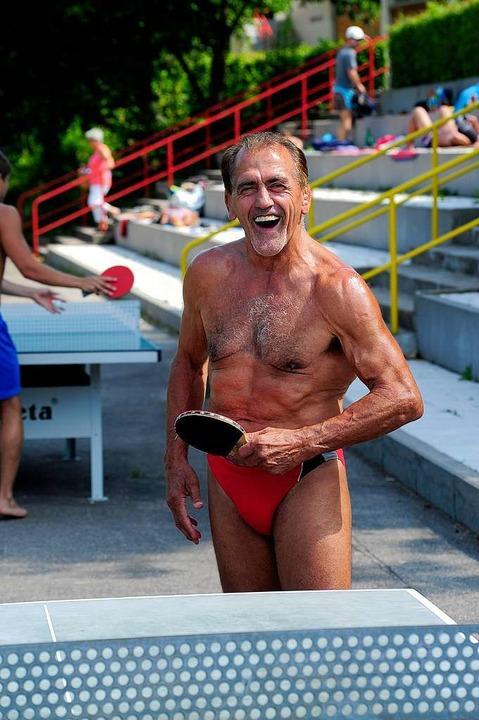 Der 67-jährige Ex-Ringerweltmeister st...st täglich im Strandbad an der Platte.  | Foto: Thomas Kunz