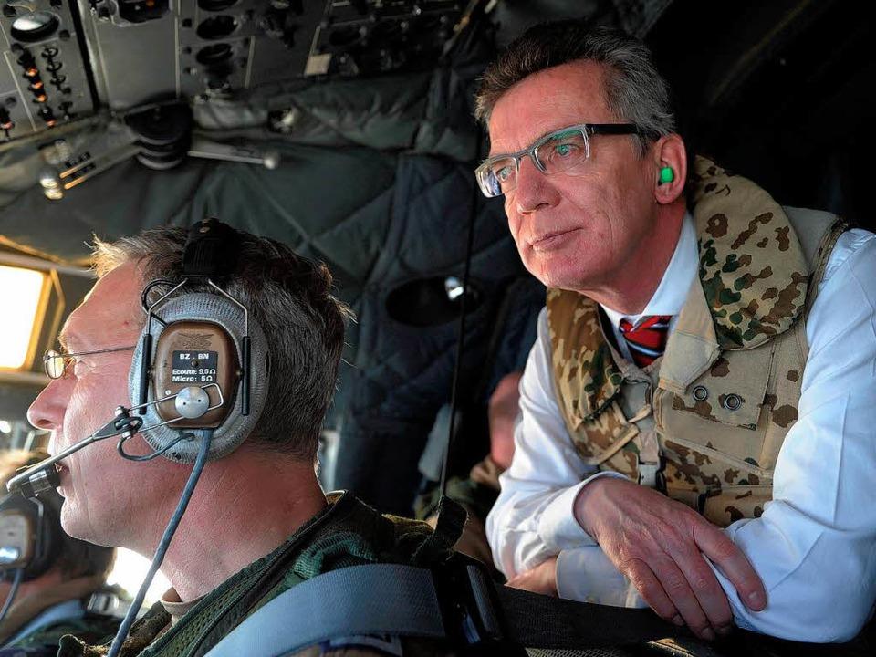 Verteidigungsminister Thomas de Maizière.  | Foto: dpa