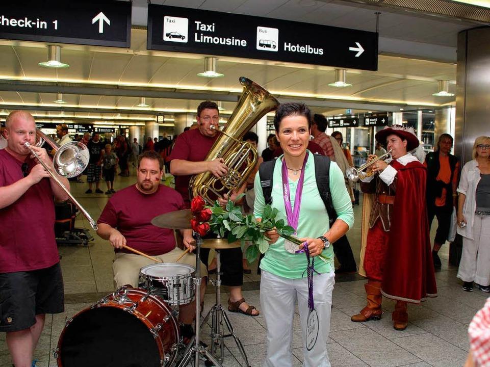 Begrüßung mit Musik und Trompeter von Säckingen im Zürcher Flughafen.  | Foto: Katja Mielcarek