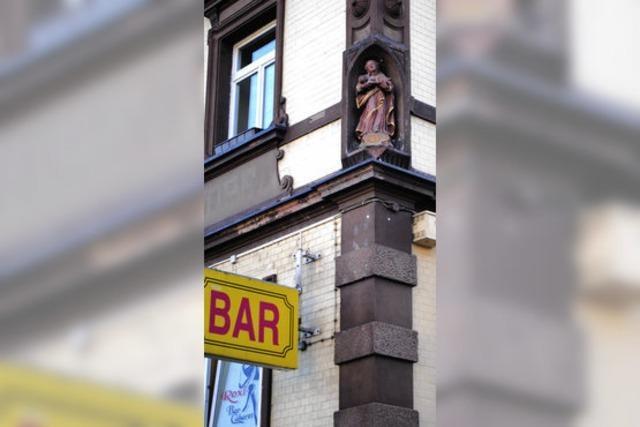 Die Jungfrau über der Striptease-Bar