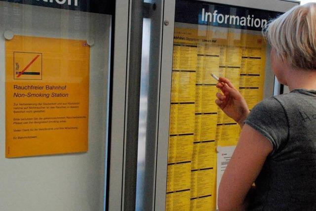 Rauchverbot auf den Bahnhöfen - nicht alle halten sich daran