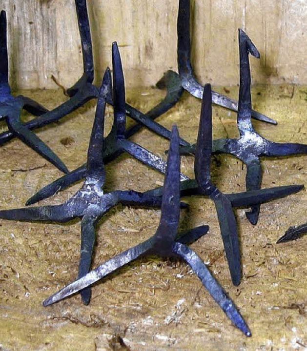 Vierzackige Wurfsterne, sogenannte Krä...ße, kamen in Schönenbuchen zum Einsatz  | Foto: Silke Hartenstein