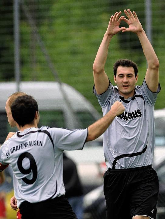Max Jaufmann  (rechts) und seine Grafe... das Blatter-Team reif für den Titel.   | Foto: patrick seeger