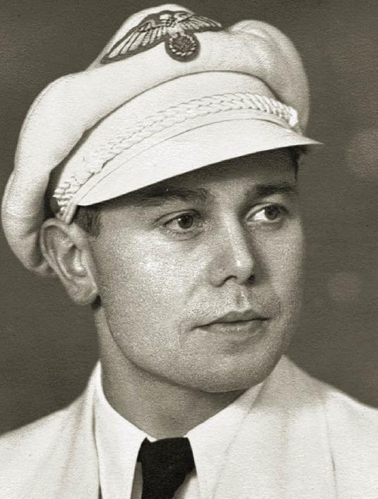 Franz Beckert im offiziellen Olympia-Anzug von 1936.    Foto: privat