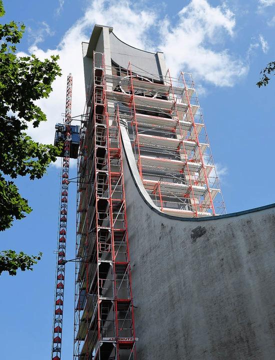 Der Glockenturm der Kirche St. Peter w...n saniert. Er ist jetzt 47 Jahre alt.     Foto: Niels Gehrig