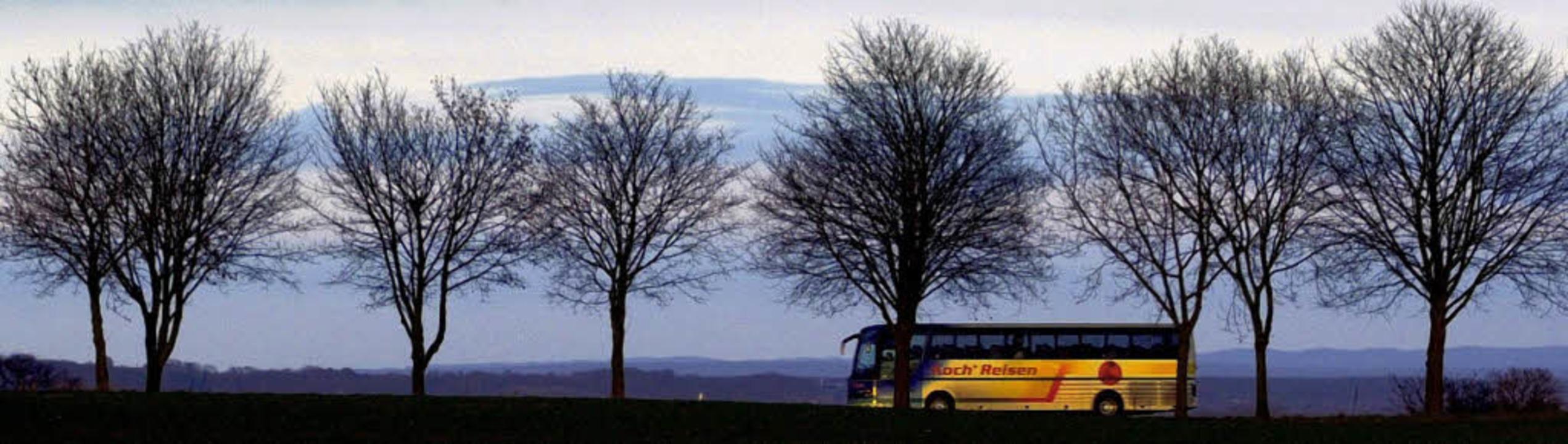 Fernbuslinien wollen eine schnellere und günstigere Alternative zu Bahn sein.   | Foto: DPA/Promo