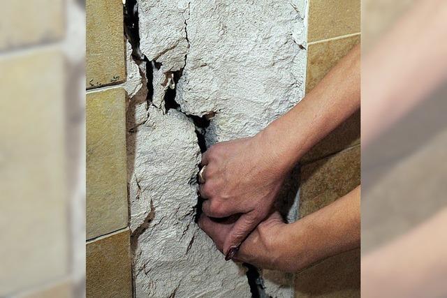 Die Löcher werden mit Zement gestopft