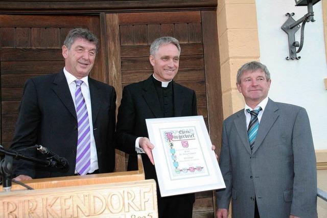 Privatsekretär von Papst Benedikt XVI Gänswein ist Ehrenbürger