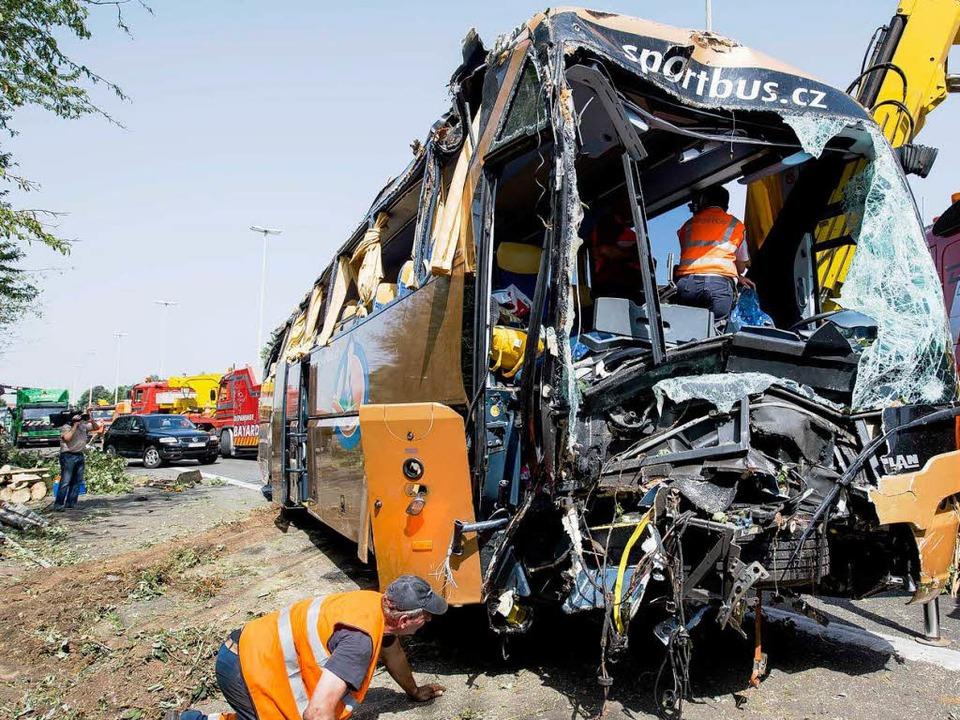 Nur knapp schrammte die Gruppe Jugendlicher an einer Katastrophe vorbei.  | Foto: AFP