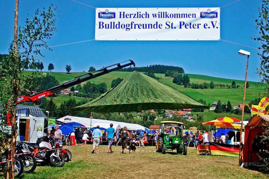 Das Bulldog-Treffen war hervorragend organisiert und hatte den Charakter eines sommerlichen Volksfestes (Foto: Christian John)