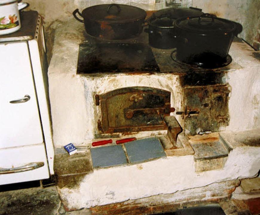 Die Herdstelle im inzwischen abgerissenen Haus  Nummer 13 im Jahr 1993.   | Foto: Schark