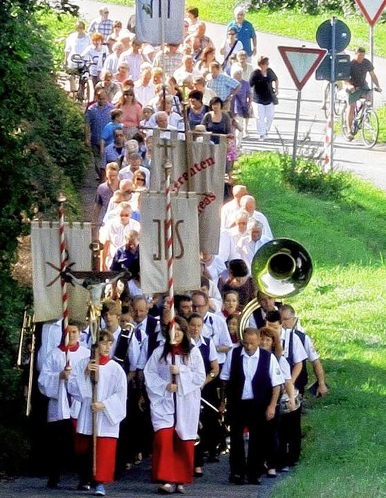 Zahlreiche Gläubige beteiligten sich t... an der Hecklinger Gelöbnisprozession.  | Foto: Reiner Merz