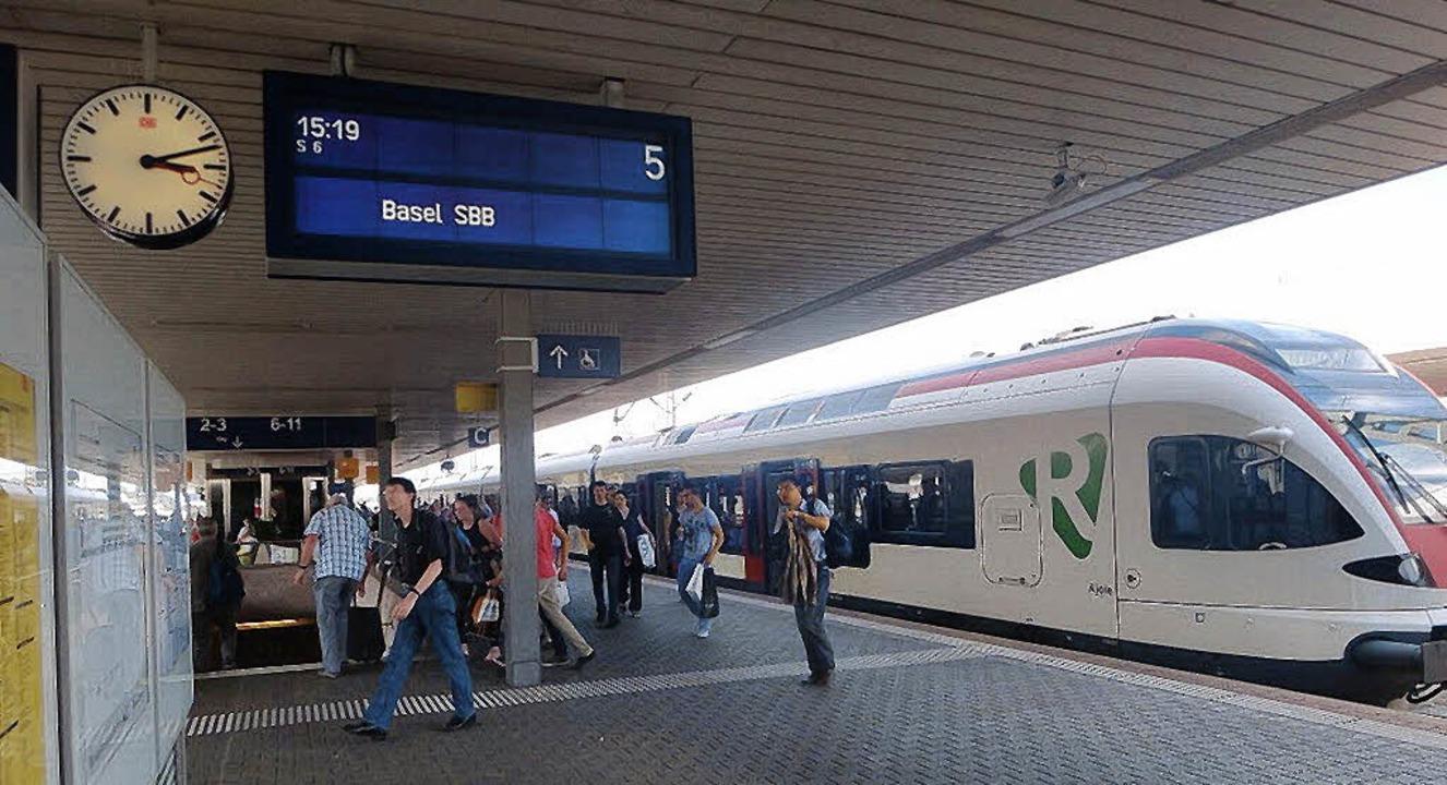 Derzeit stehen die S-Bahnzüge im Badischen Bahnhof rund acht Minuten.   | Foto: Dietrich/Gramespacher