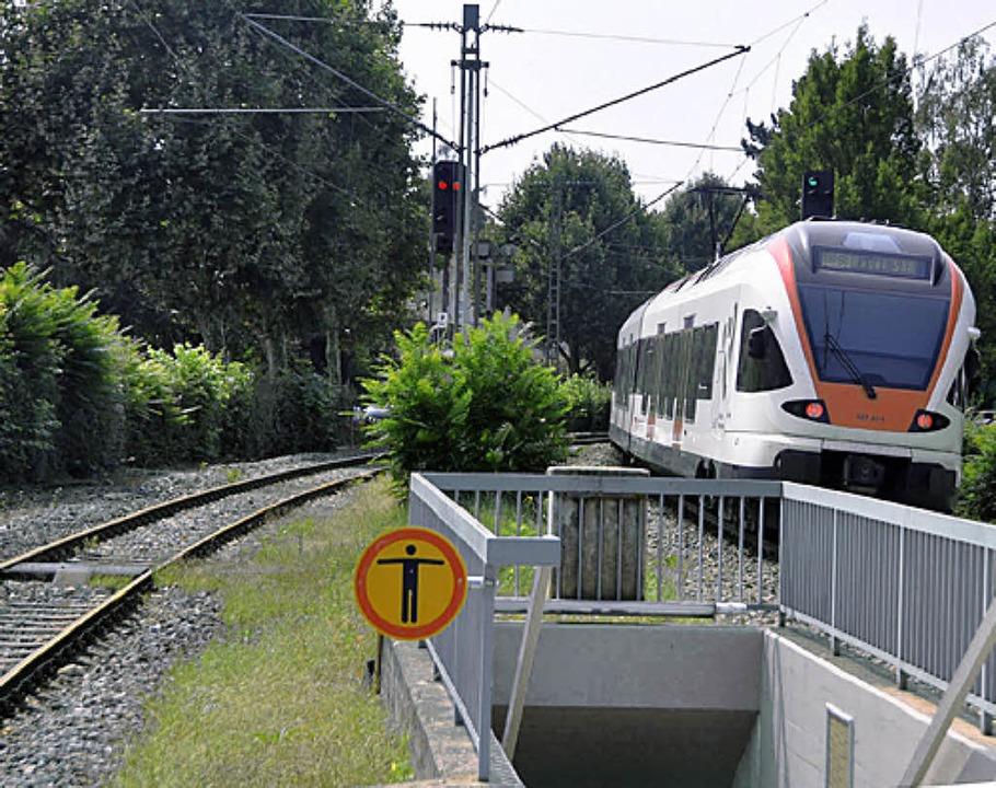 In Riehen müsste das zweite Gleis als Ausweichstrecke reaktiviert werden.  | Foto: Daniel Gramespacher