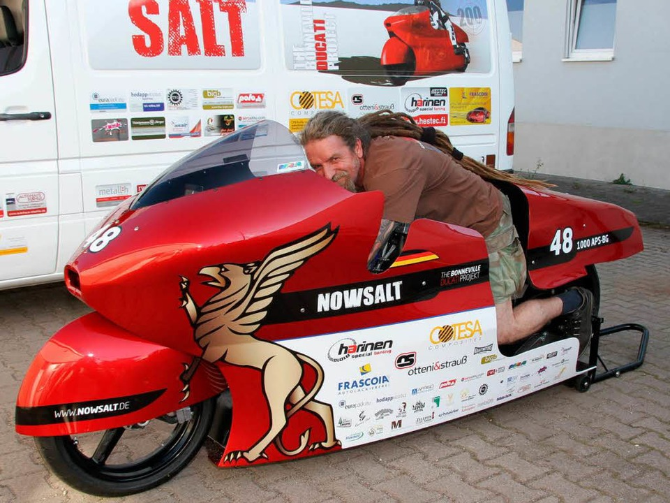 "Die Mission Weltrekord läuft. Hier Pil...n Motorrad  namens ""Diva"".  | Foto: spether"