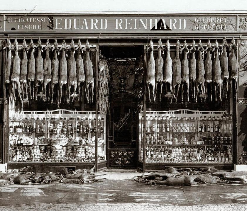 Ein Geschäft für Delikatessen, Fisch, ...des  Hauses nach der Sanierung heute.   | Foto: Stadtarchiv/Michael Bamberger