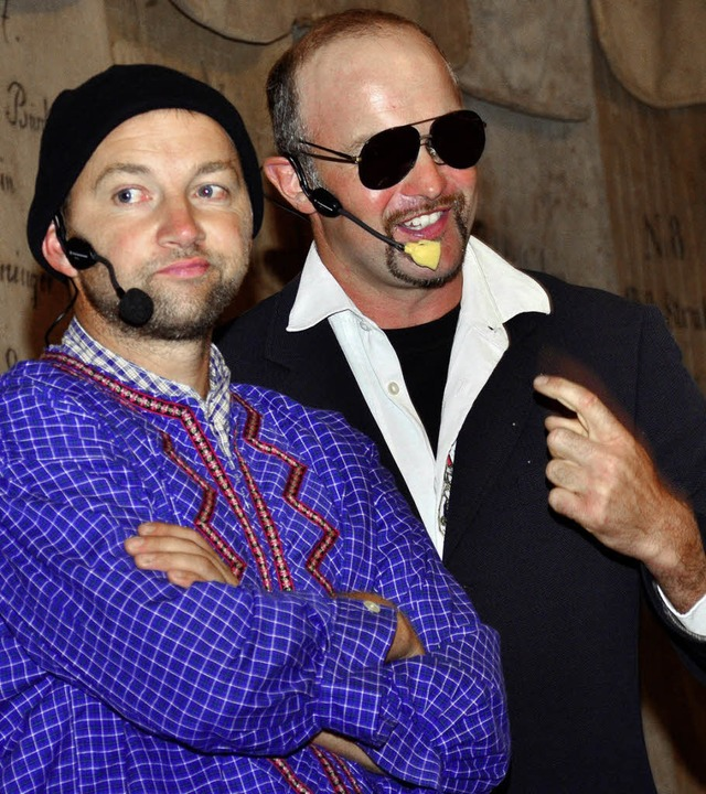 Die beiden Kabarettisten und Landwirts...n auf eine hintersinnig-witzige Weise.  | Foto: Dieter ErGggelt