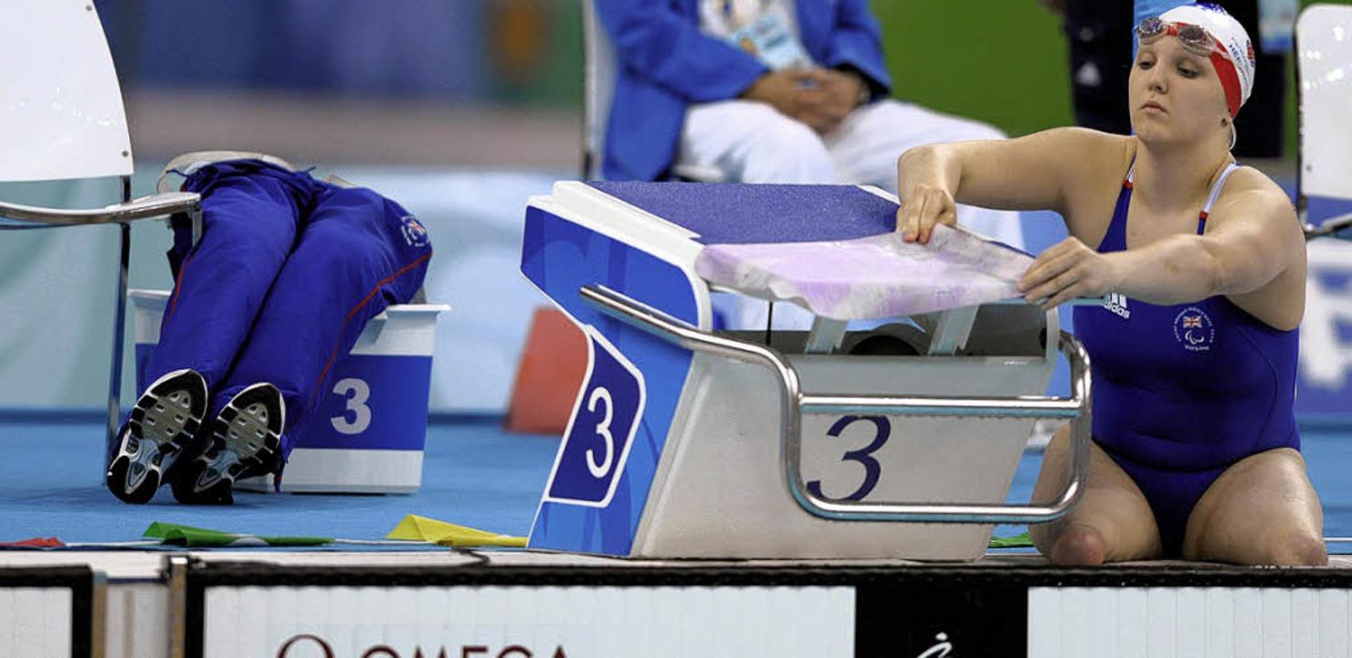 Die britische Schwimmerin Charlotte He...i den Paralympics 2008 in Peking vor.   | Foto: AFP