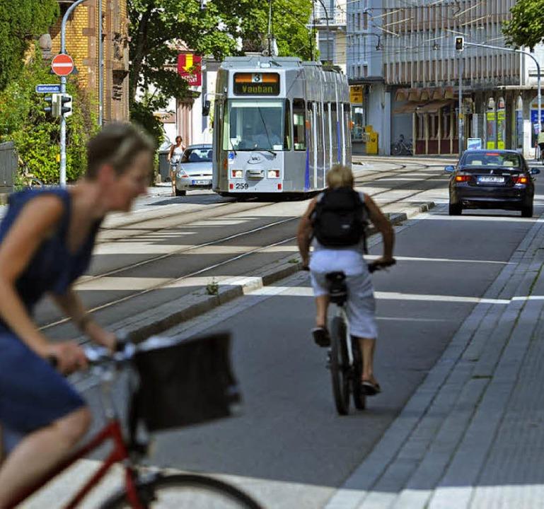 Gedränge auf der Basler Straße.  | Foto: Bamberger