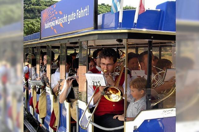 Mit Bus und Bahn zum Weindorf