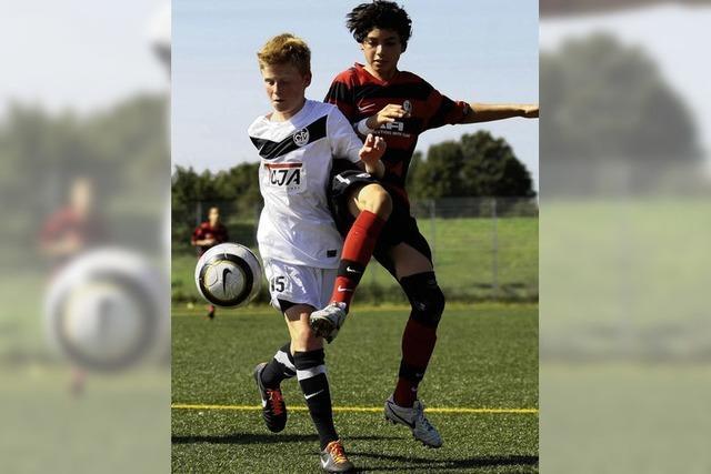 Junge Kicker aus vier Ländern