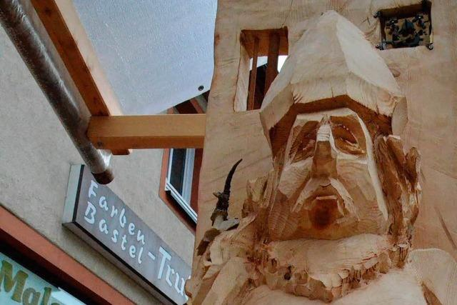 Holzbildhauer in St. Blasien: Weltenfresser, schmelzendes Eis