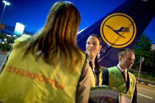 Lufthansa-Flugbegleiter im Ausstand - Streik in Frankfurt