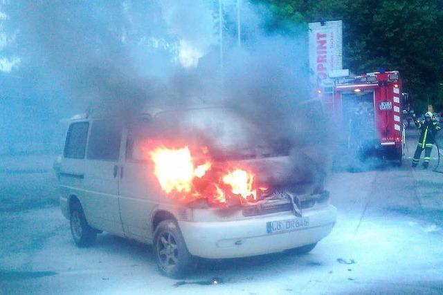Helle Flammen aus dem Motorraum