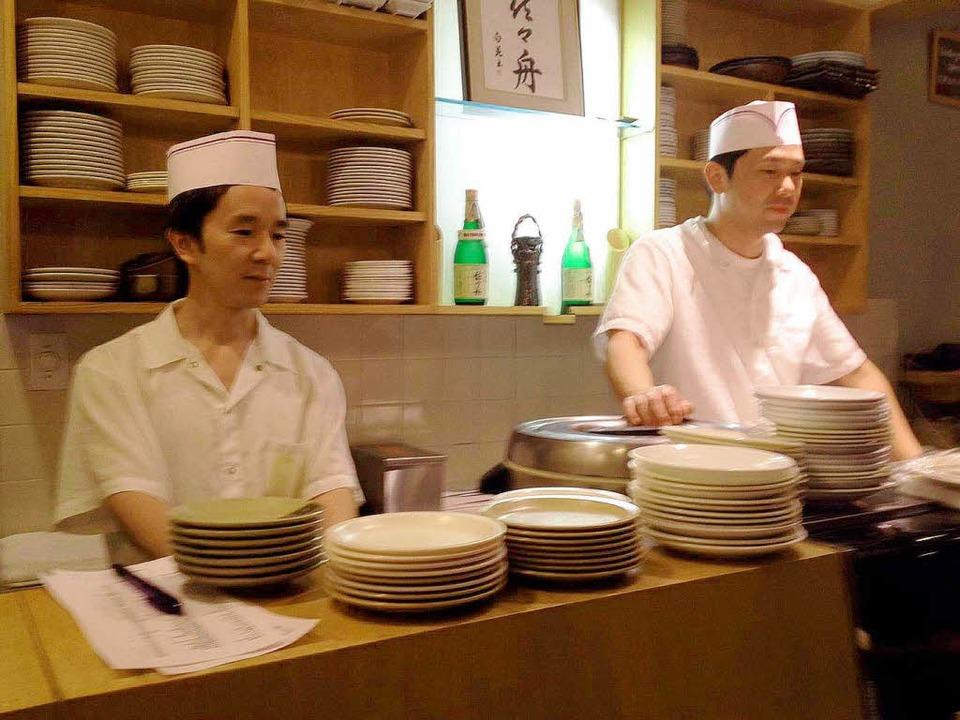 Servierbereit:  die Küchen-Crew im Sasabune  | Foto: dd