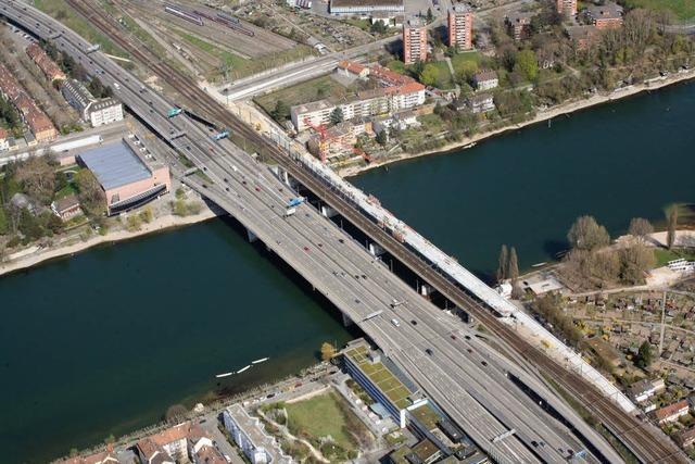 Rhein in Basel: Frachter rammt ein Boot - Deutscher vermisst