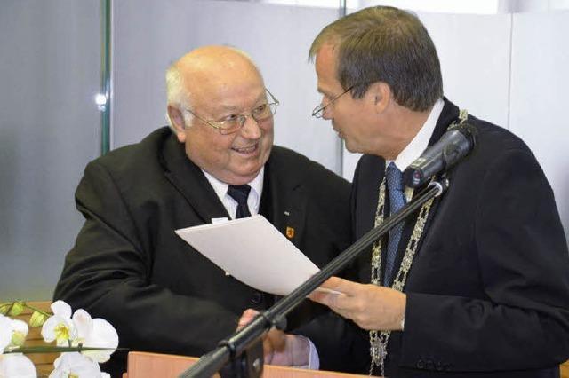 Gerhard Vogel bekommt Ehrennadel
