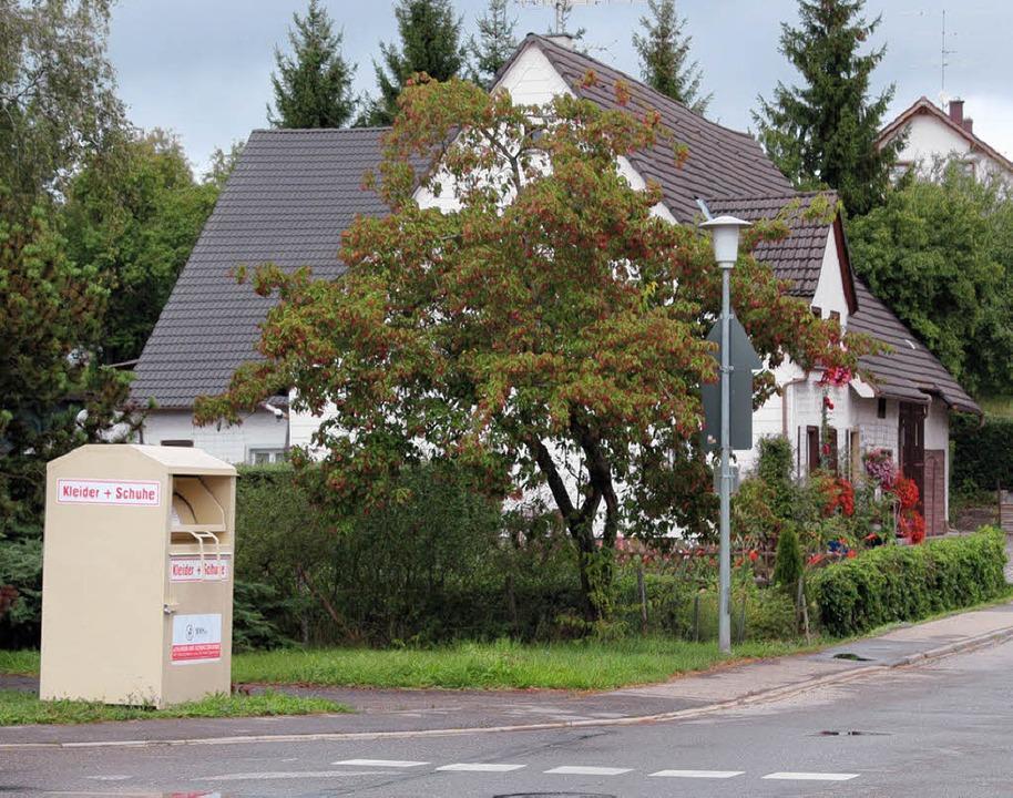 Altkleidercontainer (wie hier in Unadingen) wurden ohne Genehmigung aufgestellt.  | Foto: Christa Maier